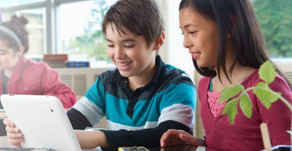 Intel запускает ноутбук и планшет для школ